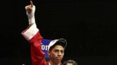 Rey Vargas conquistó el tñitulo Internacional Súper Gallo del CMB.