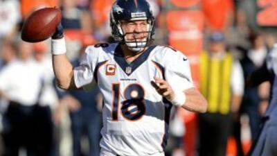 Peyton Manning conservó la marca de yardas por pase en una temporada (AP...