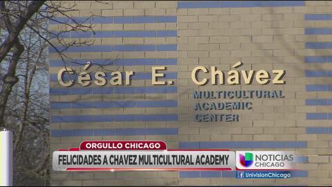Escuela César Chávez en un Orgullo Chicago