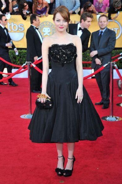 La sexy Emma Stone en 2012 usó este adorable Alexander McQueen que nos r...