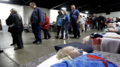 Jace Lawson, de 1 año, y residente en Oroville duerme en un centro para...