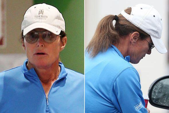 Bruce Jenner adora su cabello largo, largo.
