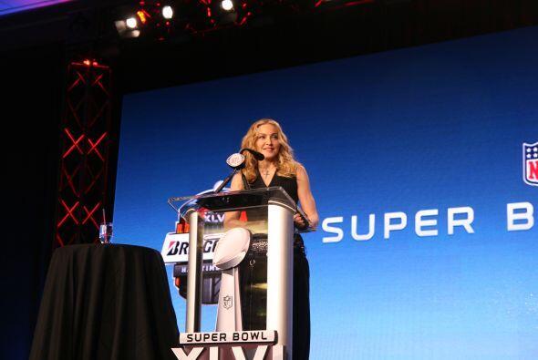 La estrella del pop contestó muy atenta las preguntas de la prensa inter...