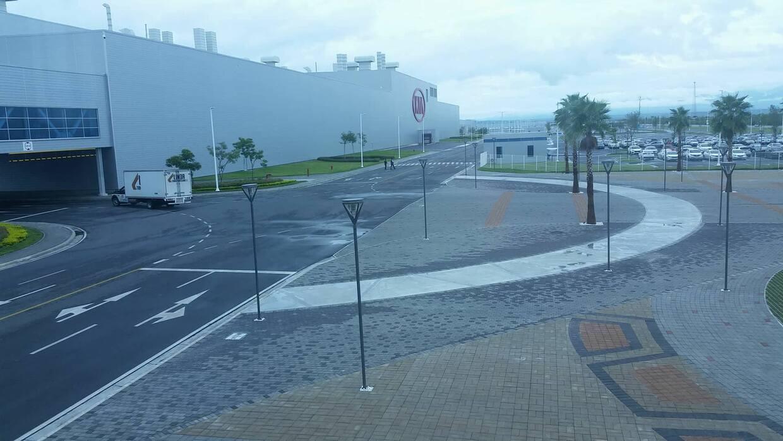 A la mañana siguiente las instalaciones de KIA en Monterrey volvieron a...