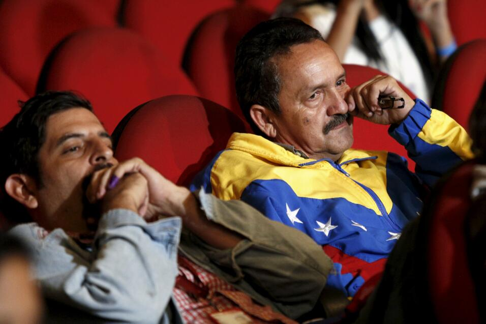 La oposición logra una contundente victoria en Venezuela 2015-12-07T0708...