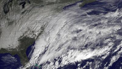 Retrasan y cancelan vuelos en Austin por tormenta.
