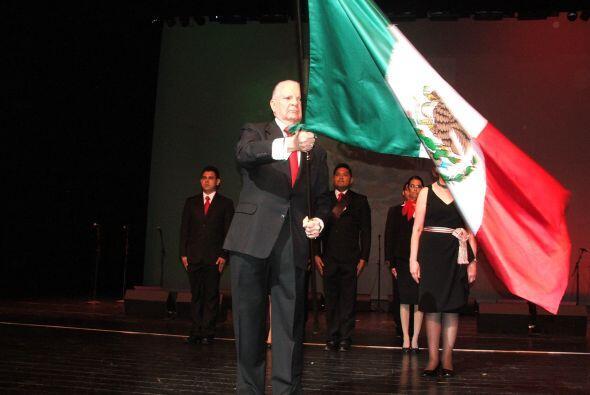 Y tocaron las campanas... ¡Viva México, Viva México, Viva México!