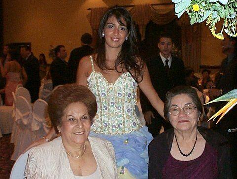 Por fortuna las dos abuelas de Maity y sus dos abuelos aún están vivo, y...