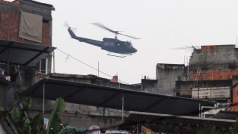 Tres personas fallecieron en la caída de un helicóptero en la costa del...