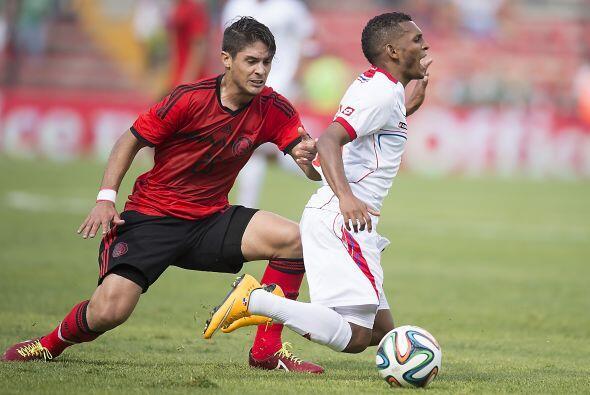 6.- Falta centrocampista con capacidad para atacar.- En el Mundial fue e...