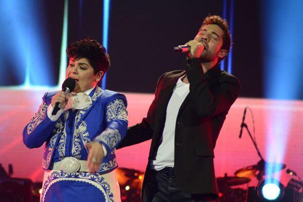 David Bisbal y Stephanie Guzmán a dueto en el escenario de Va Por Ti.