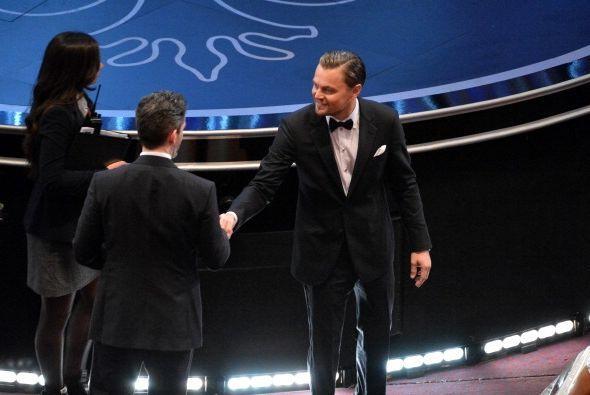 No por eso Leo dejó de saludar y repartir sonrisas caballerosas a todo e...