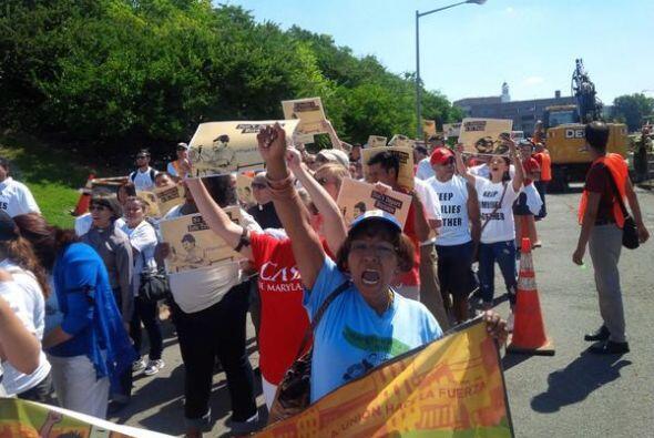 Los activistas salieron a las calles para pedirle al presidente Obama qu...