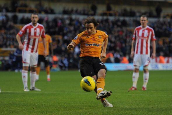 En otro de los encuentros, Wolverhamptn recibió al Stoke City. El local...