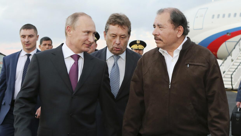 El presidente Daniel Ortega recibió al presidente Vladimir Putin en el a...