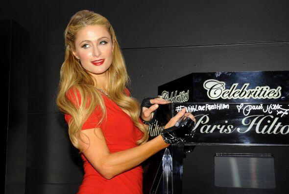 """Paris Hilton se encuentra de gira para promocionar su nueva fragancia """"W..."""