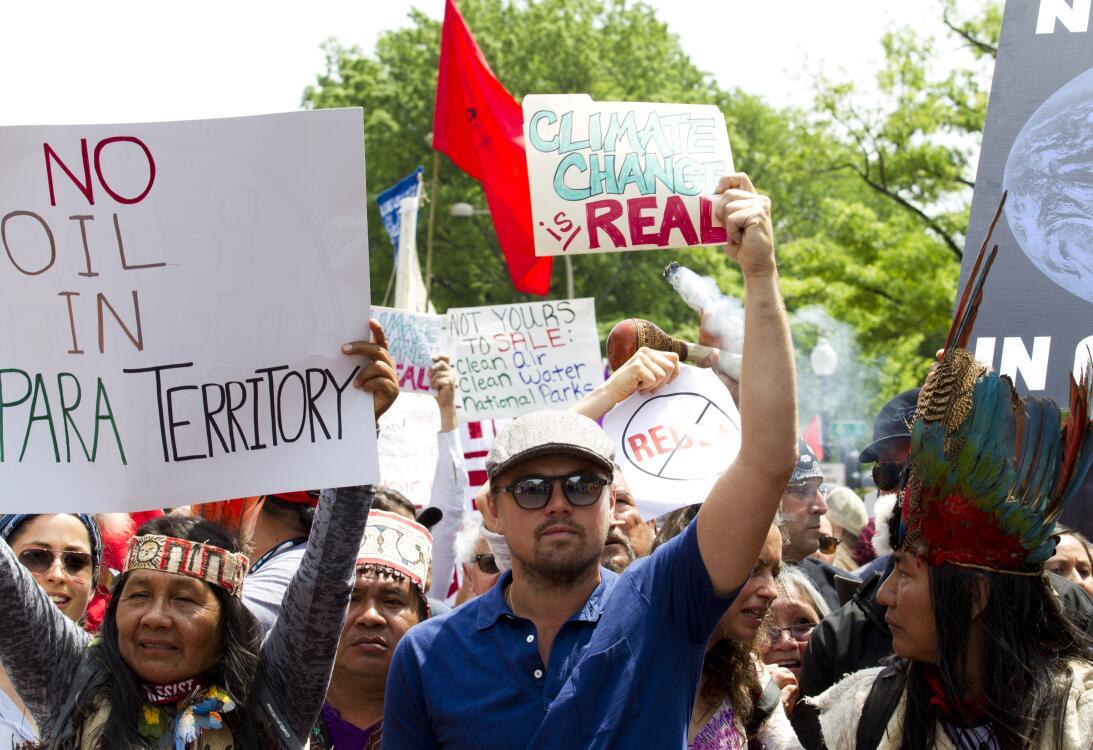 El actor Leonardo Di Caprio se una a la marcha en Washingto DC junto a g...