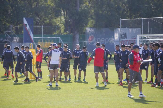 Oswaldo Alanís entrenó con Chivas de Guadalajara y su 'novela' está por...