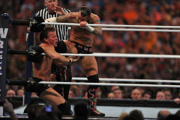 CM Punk defendía su título de Campeón Mundial de la WWE ante Chris Jericho.