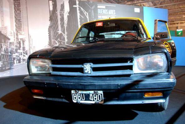 Taxi Peugeot 504 1995 La capital argentina siempre ha sido adornada por...