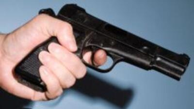 Se cobraría cinco centavos por bala y $25 por cada arma comprada en el C...