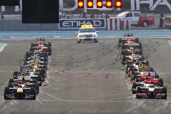 La parrilla de salida del Gran Premio de Abu Dabi con el Red Bull de Seb...