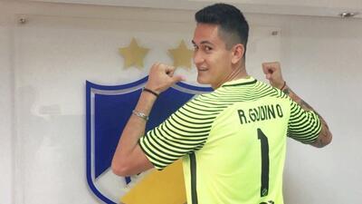 APOEL no comprará a Raúl Gudiño; disponible para Chivas