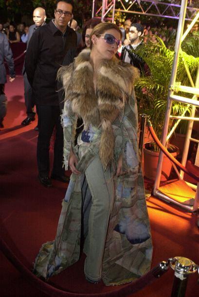 9. Olga Tañón posó muy segura de sí misma con ese vestido de jeans de Ca...
