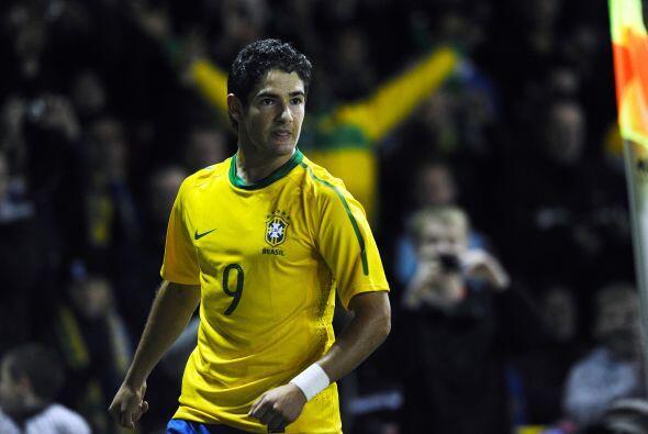 Dani Alves y Alexandre Pato (foto) fueron los autores de los dos goles d...