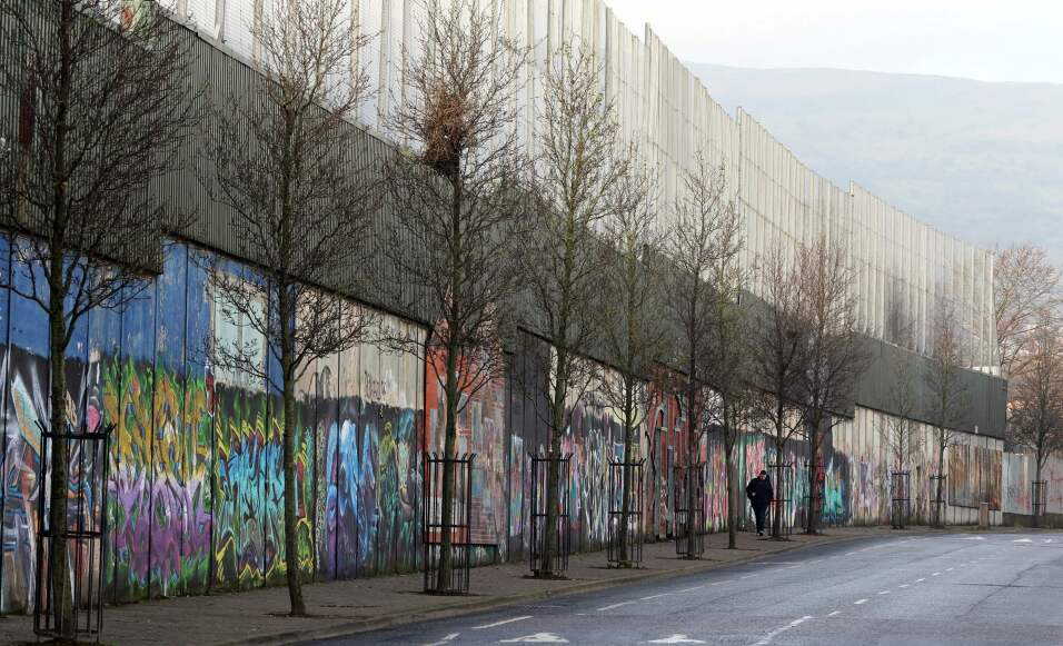 belfast irlanda muro de la paz 2017