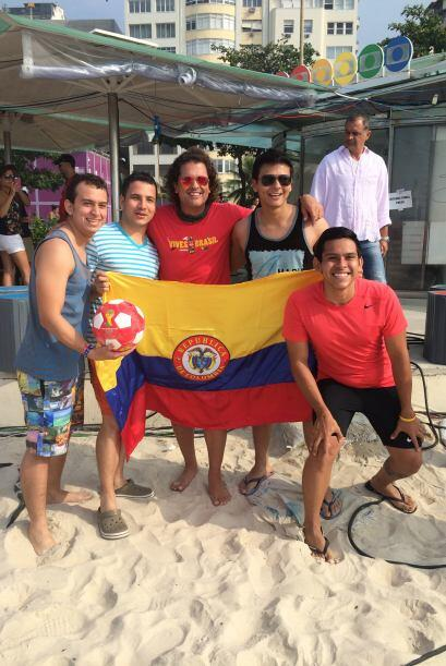 Sus compatriotas colombianos no perdieron la oportunidad de fotografiars...