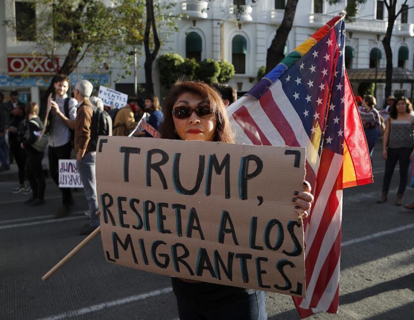 Esta mujer le pide en Ciudad de México a Trump que respete a los migrant...