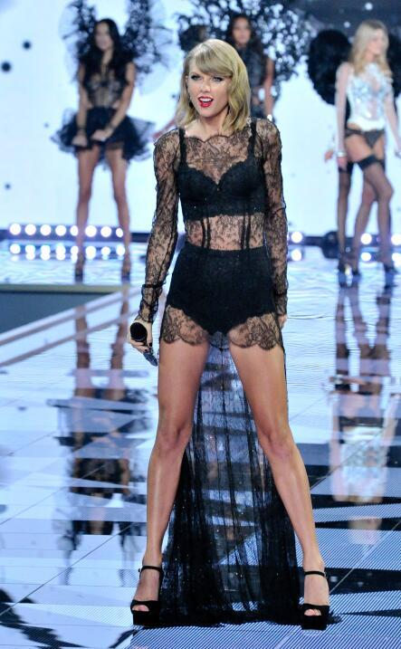 Taylor Swift cantó en el Victoria's Secret Fashion Show en 2014.