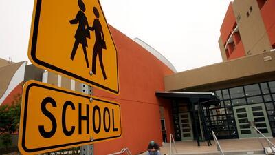 Escuelas de Los Ángeles cierran las puertas a agentes de inmigración