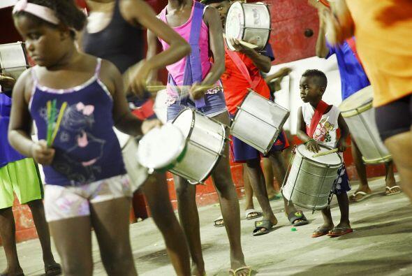 El colorido desfile hizo partícipes a chicos y grandes.