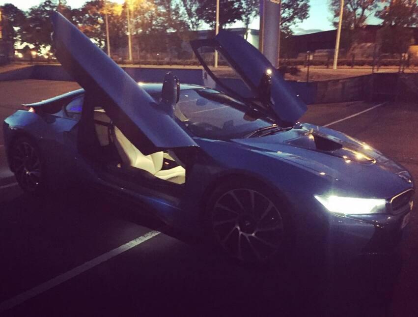 BMW también está presente en el garaje de Conor McGregor, con este i8. E...