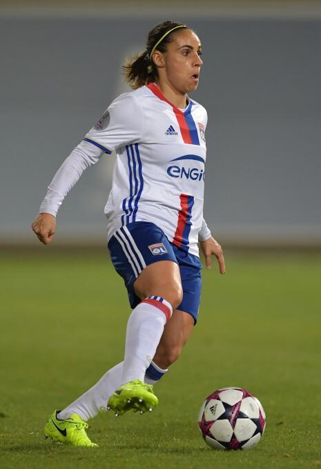 En la defensa del Lyon aparece la experimentada Jessica Houara-D'Hom...
