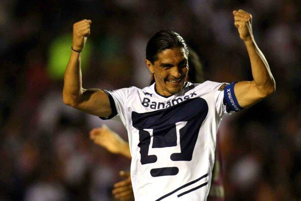 En la recta final de su carrera fue contratado por los Pumas con quien p...