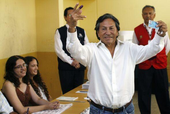 Mientras tanto, el ex presidente Alejandro Toledo, ya reconoció su derro...