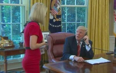 Donald Trump pidió a la periodista irlandesa Caitriona Perry que...