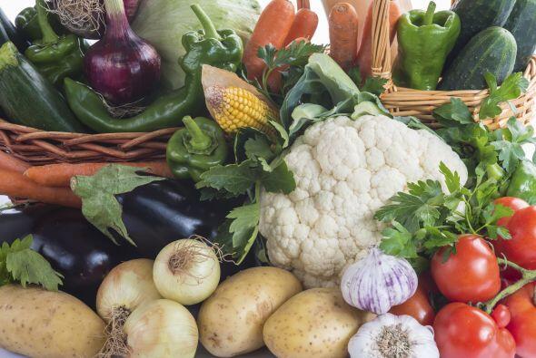 No olvides incluir en tu alimentación las verduras frescas como las acel...