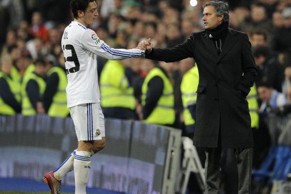 Mourinho decidió sacarlo y lo felicitó por su gran actuación. Ahora, tod...