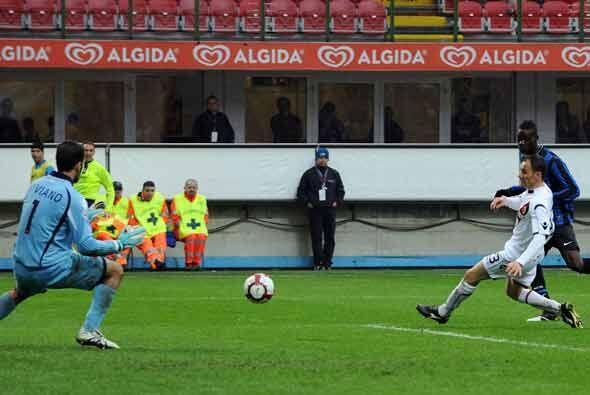 Con este disparo Ballotelli hizo el segundo del Inter.