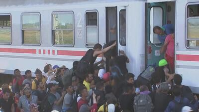 Miles de migrantes viran para Croacia