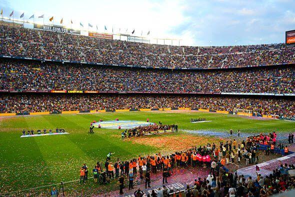 El Camp Nou vivió un día especial para depedir a Xavi Hernández, su capi...