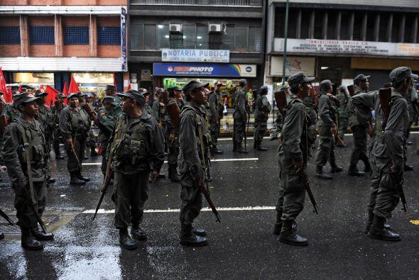 Los cuerpos militares salieron a las calles de la capital del país y mar...