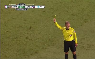 Tarjeta amarilla. El árbitro amonesta a Hernán Grana de FC Dallas