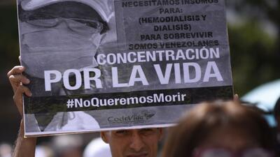 """Pacientes crónicos venezolanos claman por medicinas: """"Esto es una condena de muerte"""""""