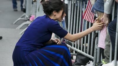 Su falda la traicionó: Meghan Markle deja al descubierto su ropa interior por otro error de vestuario