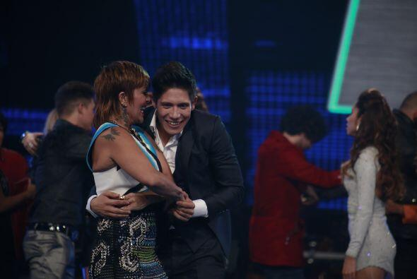 ¡Y la Guzmán no perdió tiempo para bailar con Fer Co...